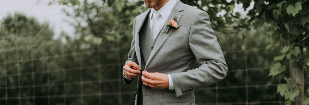 e644bd7a2b6 The 10 Best Sites for Renting Wedding Tuxedos Completely Online