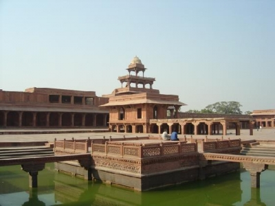 an outline of mughal architecture