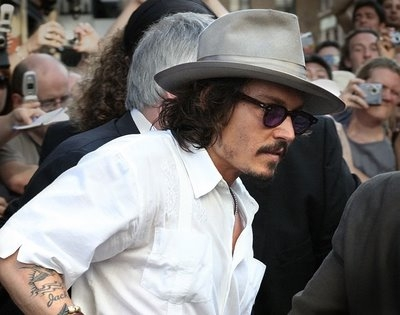 4d4f6088df30 Johnny Depp is a fashion icon. He has perfected bohemian chic. He sticks to  his constant look