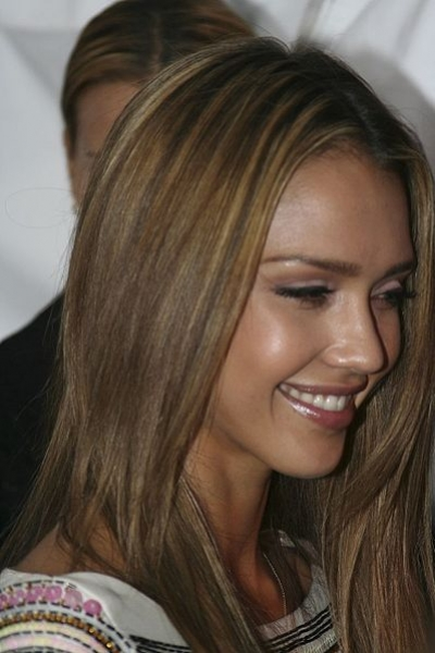 jennifer lopez hair color 2009. A straight one-color blonde
