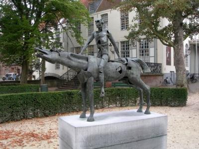 statue Apocaltyptic Rider Bruges